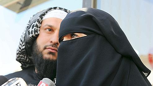 Burqa woman and man le figaro