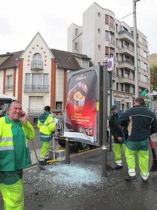 Panneau-publicite-Nettoyage-verre-brise-Grande-rue-Nogent-sur-Marne