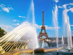 Eiffel tower with fountains