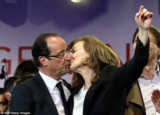 Hollande kissing valerie