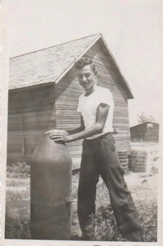 Loren with bomb 1944